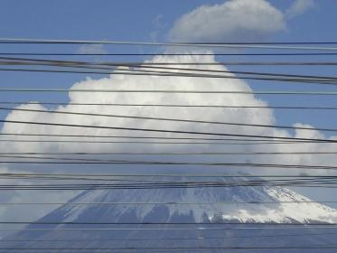 送電線と富士山