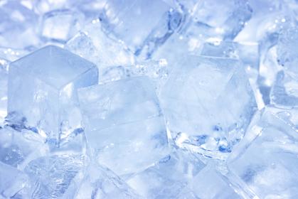 たくさんの氷 ブロックアイスのイメージ