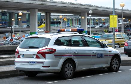 フランス税関のパトロールカー