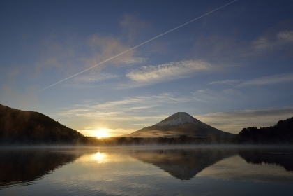 精進湖より望む富士
