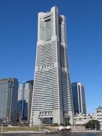 横浜ランドマークタワー(汽車道からの眺め)