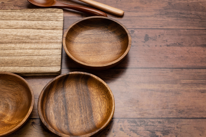 木製食器とカッティングボード