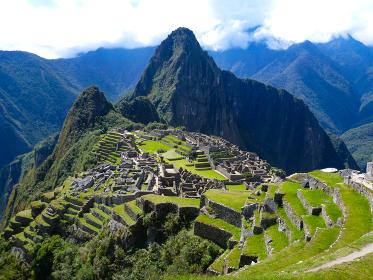 ペルー・天空都市マチュピチュの絶景ハイライト、ダイナミックな昼間の様子
