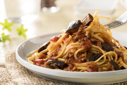 スパゲッティ なすとひき肉のトマトソース