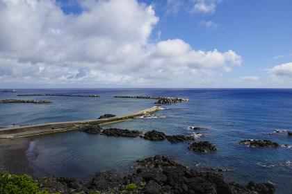 波静かな八丈島の底土港