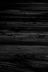 黒い木目の背景 あおり 縦 5261