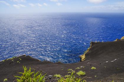 八丈島の黒砂広がる砂丘