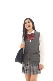 笑顔で見上げる女子高生