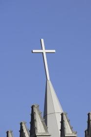 教会の十字架と青空