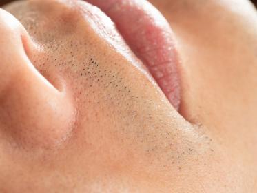 男性の髭剃り跡のアップ