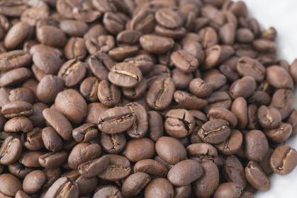 たくさんのコーヒー豆の背景素材