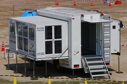 国土交通省の対策本部車(2010年国土交通省淀川水防訓練)