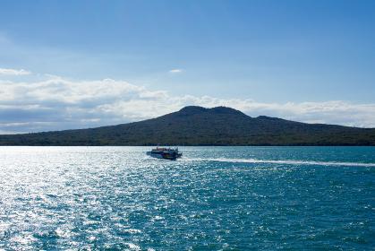 ランギトト島と高速船