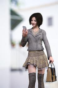 グレーのライダースジャケットを羽織りボブヘアの女の子がスマートフォンをチェックしながら歩いている