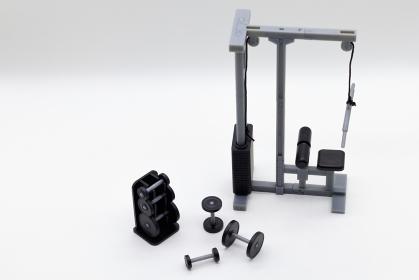 トレーニング器具と筋トレのイメージ