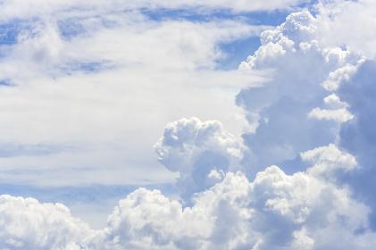 青空と雲の背景素材
