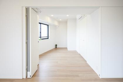 まだ家具の置かれていないマンションの部屋