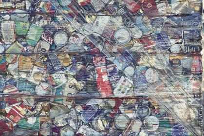 リサイクル用に潰された缶類の集合