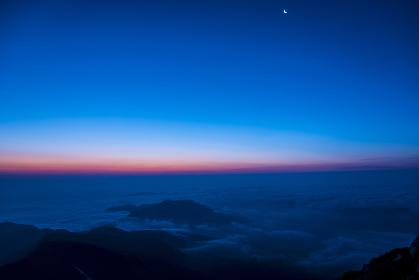 白山山頂からの夜明け