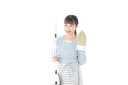 家事をする若い主婦