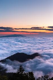 日本・北海道東部、津別峠から見た8月の阿寒摩