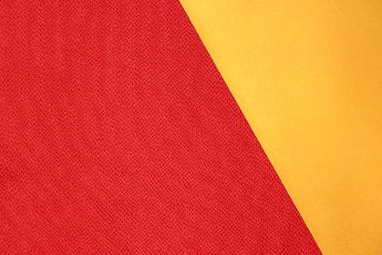 赤色のちりめんと金色の紙で作る背景 3