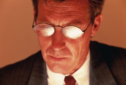 眼鏡をかけたビジネスマンのアップ