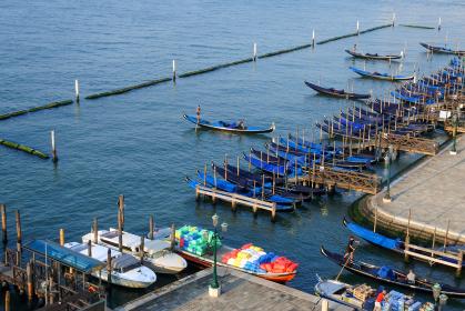 イタリアのヴェネチアのゴンドラ船着場
