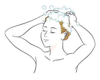 シャンプーする女性