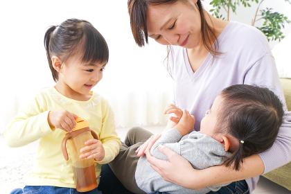 赤ちゃんのいる幸せな家族