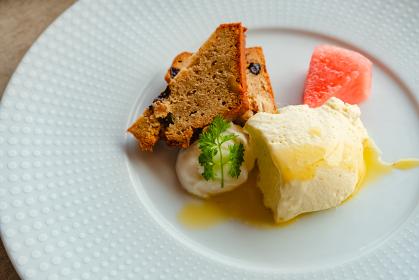 シフォンケーキとオレンジムース デザート ランチ レストラン
