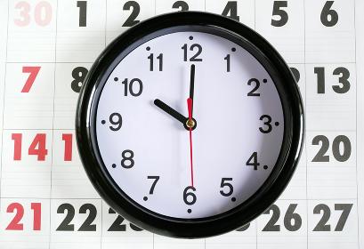 カレンダーと10時の時計