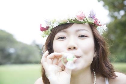 しゃぼん玉で遊ぶ花嫁