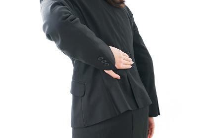 腰痛を感じるビジネスウーマン