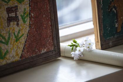 桜と卒業証書