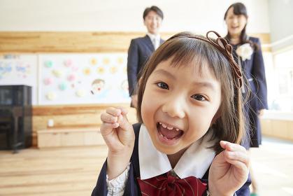 笑顔の幼稚園児の女の子