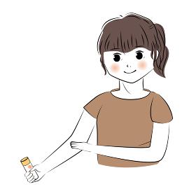 日焼け止めを腕に塗る女性のイラスト(上半身)
