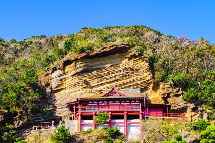 崖観音 【館山の観光名所】(*被写体の敷地外から外観を撮影しています)