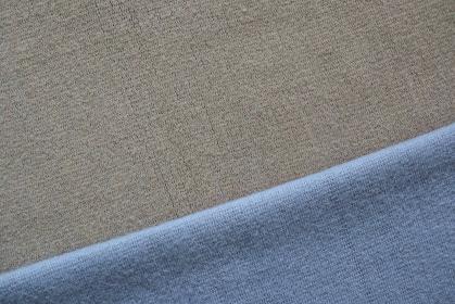 ブルーとグレーのニットで作る背景 3