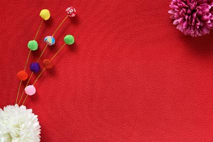 正月イメージ ちりめんで作った餅花と菊の造花 6