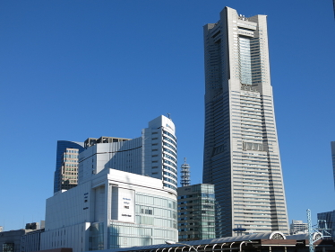 桜木町駅周辺の風景(横浜ランドマークタワー/ヒューリックみなとみらい)