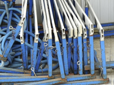 小学校の運動具倉庫の陸上のハードル