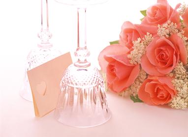 ワイングラスと薔薇