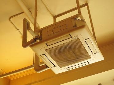 吊り下げ型のエアコン