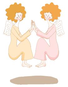 手を合わせている双子の天使。