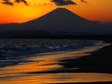 辻堂海岸からの富士山の夕日