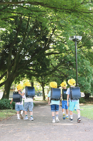 楽しい日本人の小学生たち