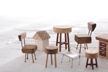 DIYで作ったミニチュアの家具のイメージ