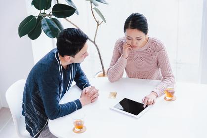 夫婦(カップル)・30代・タブレットPC・相談(クレジットカード)