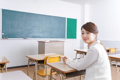 教室に座る学生